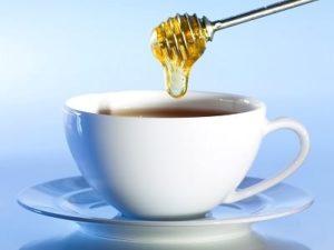 Пострадавшему можно дать чай с медом