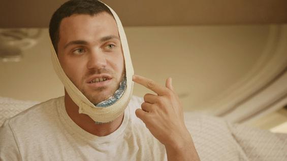 Для закрытого челюстного повреждения разрешено использование холодного компресса.
