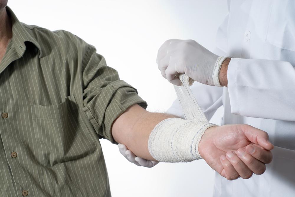 Рану закрывают стерильной повязкой, но с сохранением циркуляции крови