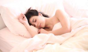 Эпилептикам необходим полноценный сон, непозволительны нарушения ритма сна, внезапные пробуждения