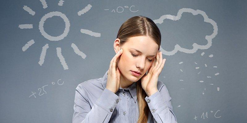 После сотрясения головного мозга могут появиться боли при смене погоды за окном