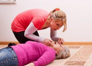 Если обнаружена остановка дыхания, переходят к реанимационным мероприятиям