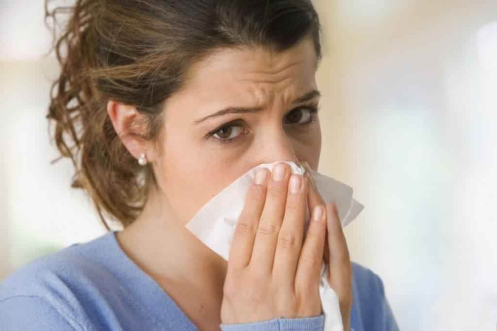 Приступ развивается из-за попадания на слизистую оболочку аллергена