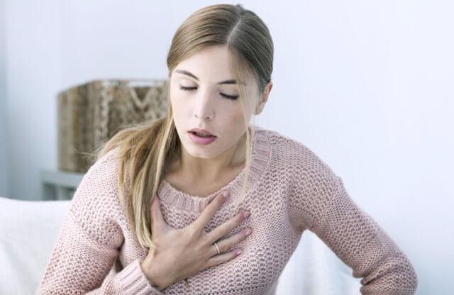 Болезнь имеет хронический характер, преимущественно вызывается аллергией