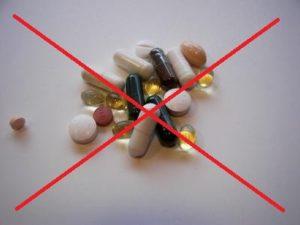 Принимать обезболивающие и другие лекарственные препараты запрещено