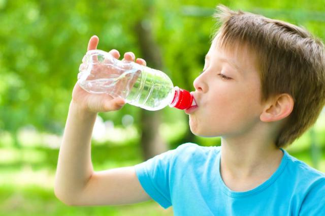 Обеспечьте малышу обильное питье