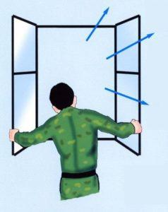 Пострадавшего необходимо вывести на свежий воздух либо открыть нараспашку окна