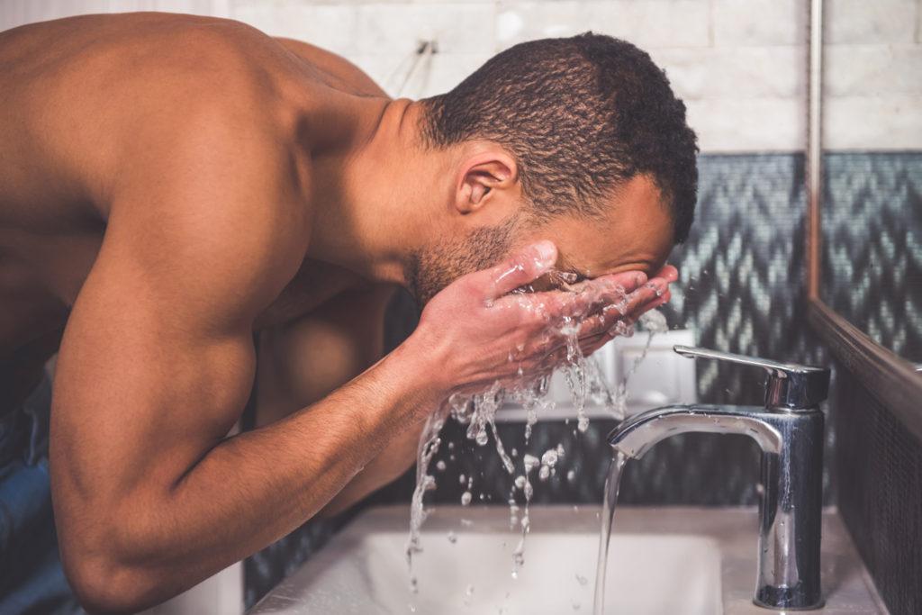 Используют промывания водой в течение 30 – 60 минут