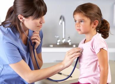 При укусе ребенка обязательно обратитесь к врачу
