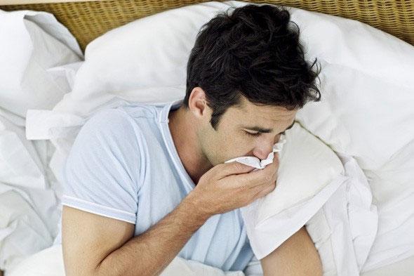 Из-за развития острых очагов воспаления, человека начинает тошнить