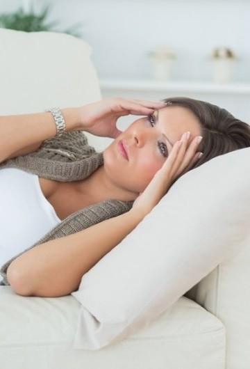 Поместите под спину подушки, чтобы снизить нагрузку на сердечную мышцу