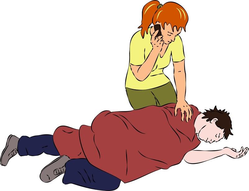 При необходимости помогите согреться больному