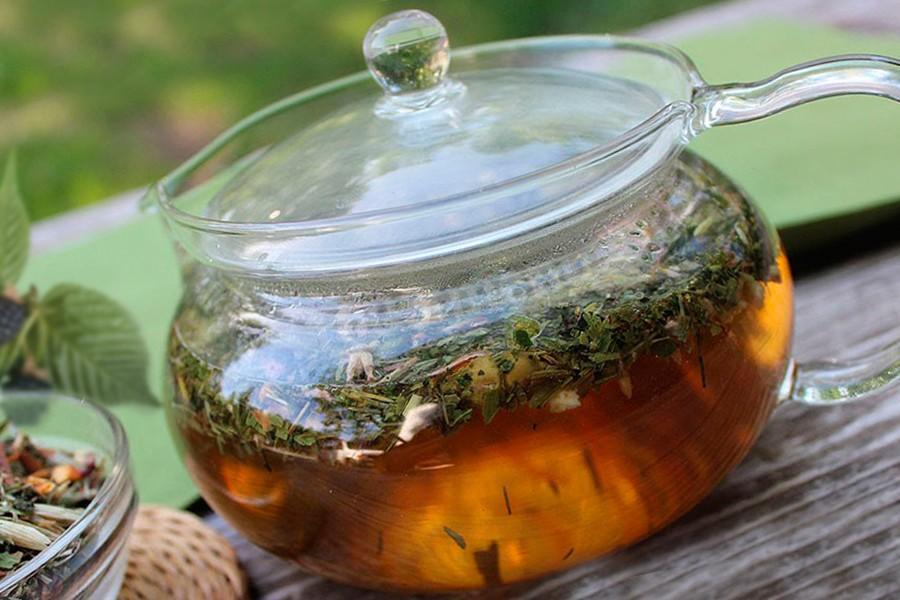 Листья брусники содержать большое количество дубильных и минеральных веществ и витаминов