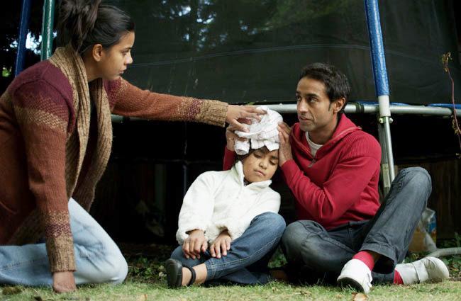 Обездвижьте шею и обратите внимание на то, чтобы малыш не захлебнулся рвотой