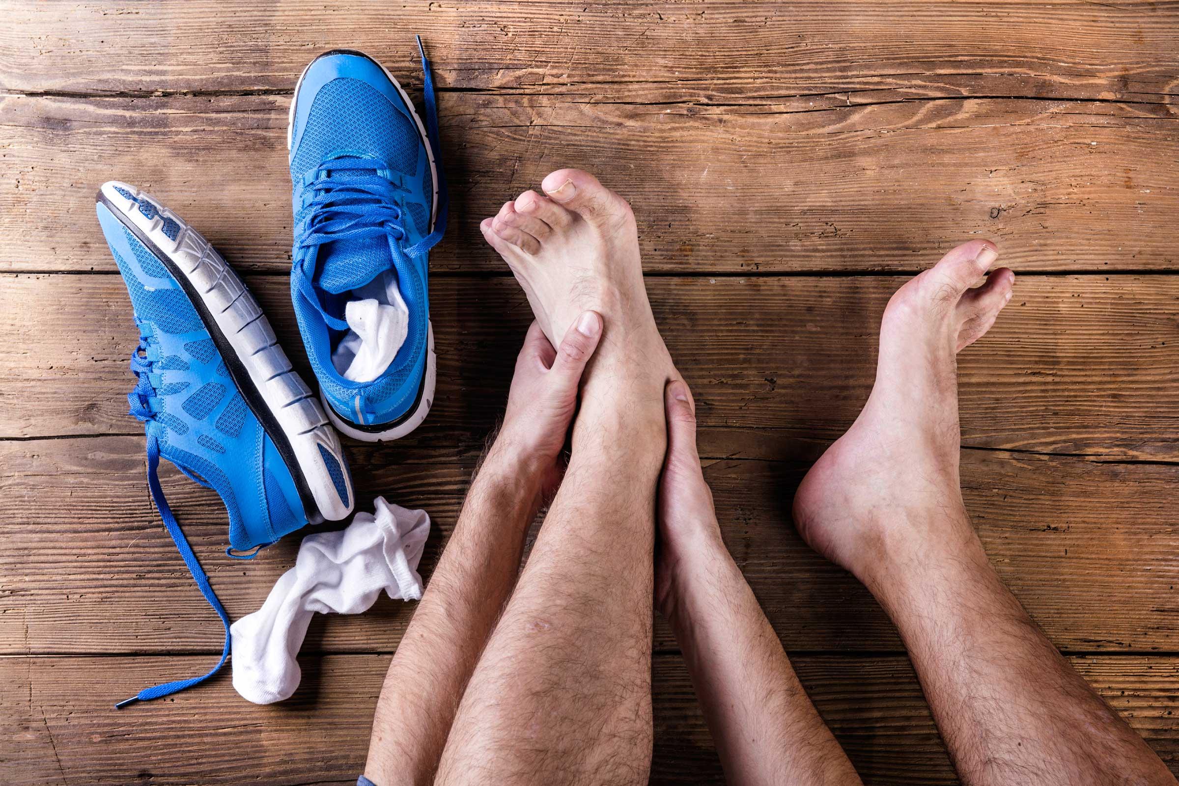 Во время повреждения смещаются суставы, что причиняет сильную боль
