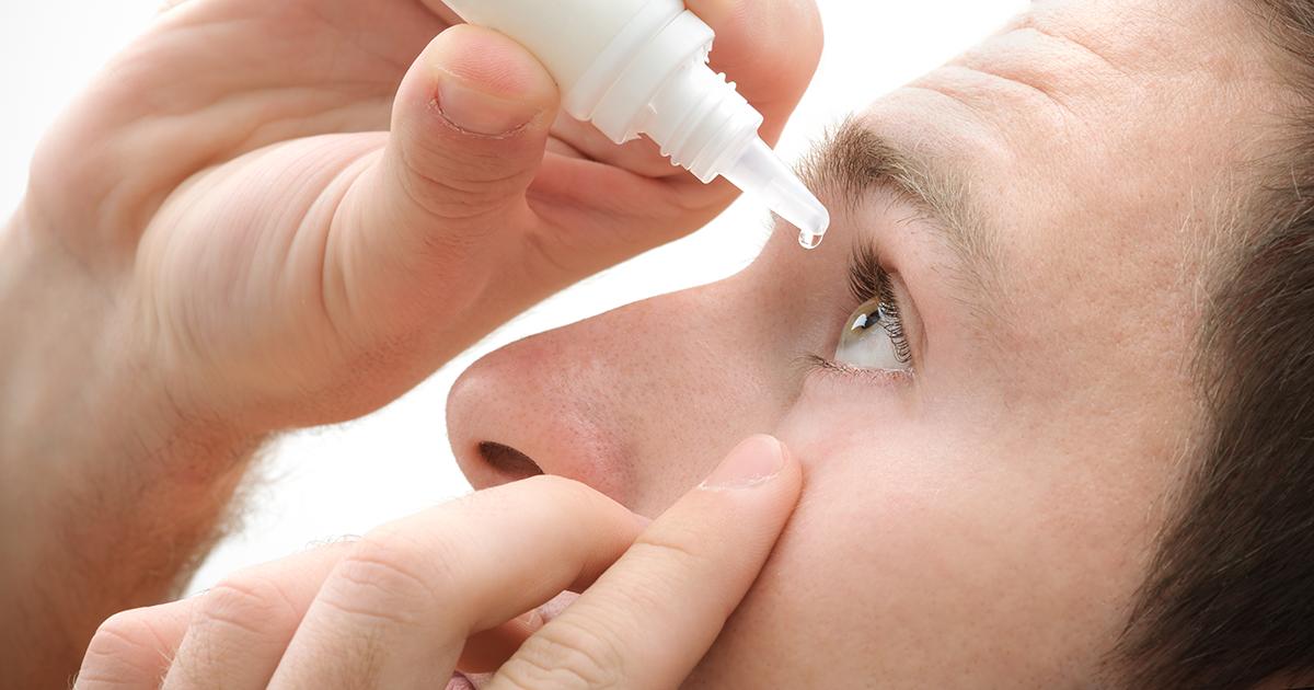 Закапывают глазные капли, можно использовать Альбуцид