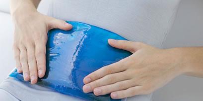 В область живота и кишечника кладут пакет со льдом