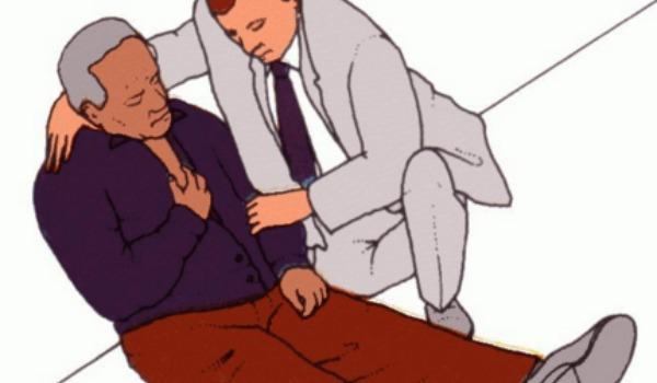 Пациенту нужно помочь занять полусидячее положение